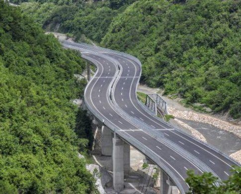 """Sot mbyllet një segment i autostradës """"Arbën Xhaferi"""""""
